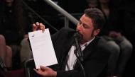 Филип Станев показва зрителско писмо до Слави, 07.05.2014 г.